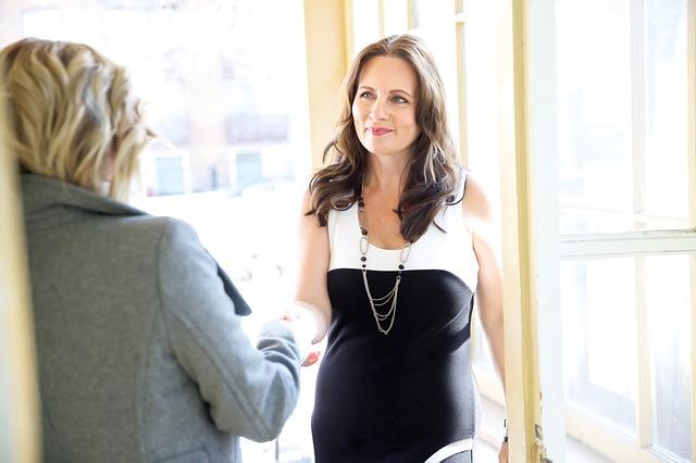 Jak rozmawiać z sekretarkami i asystentami, by uzyskać kontakt do osób decyzyjnych?